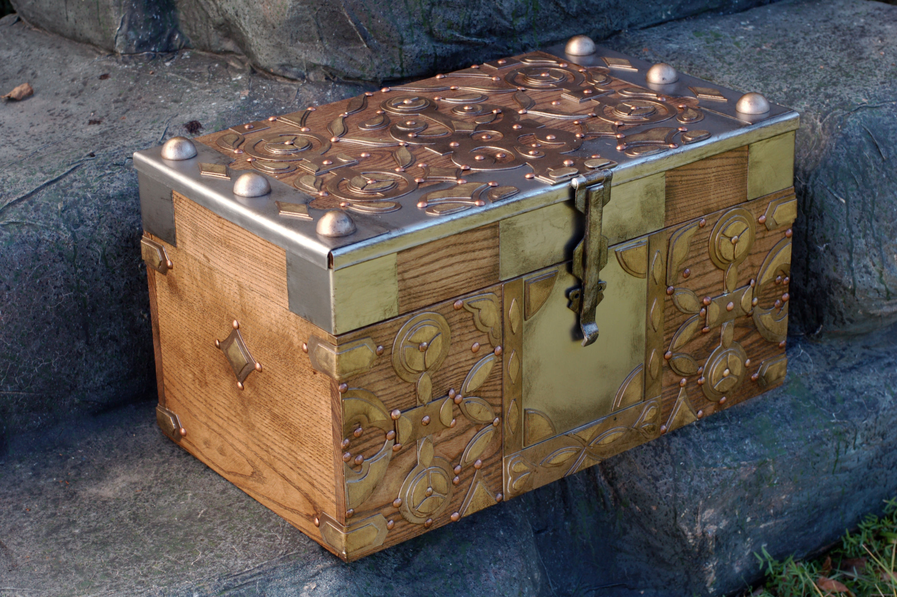 Daenerys' Dragon Egg Chest replica